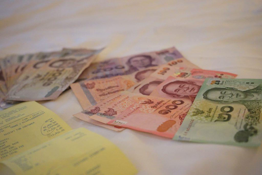 カオラックで使うお金を両替。通貨単位はバーツ