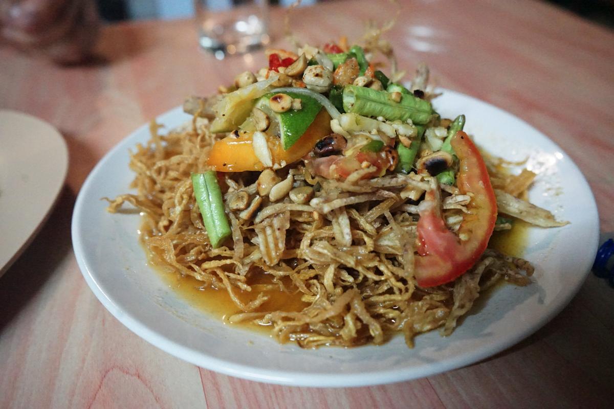 カオラック旅行記:クルア・カオラックのソムタム・トー(揚げパパイヤサラダ)