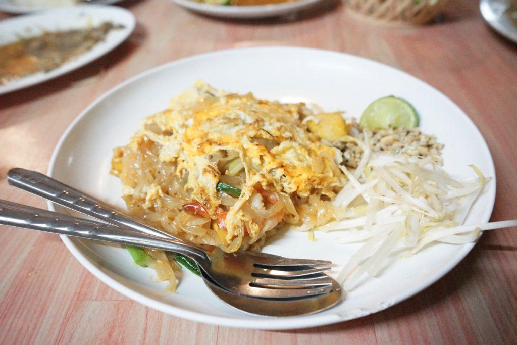 カオラック旅行記:バンニャン市場のレストラン「KHRUA KHAO LAK」パッタイ