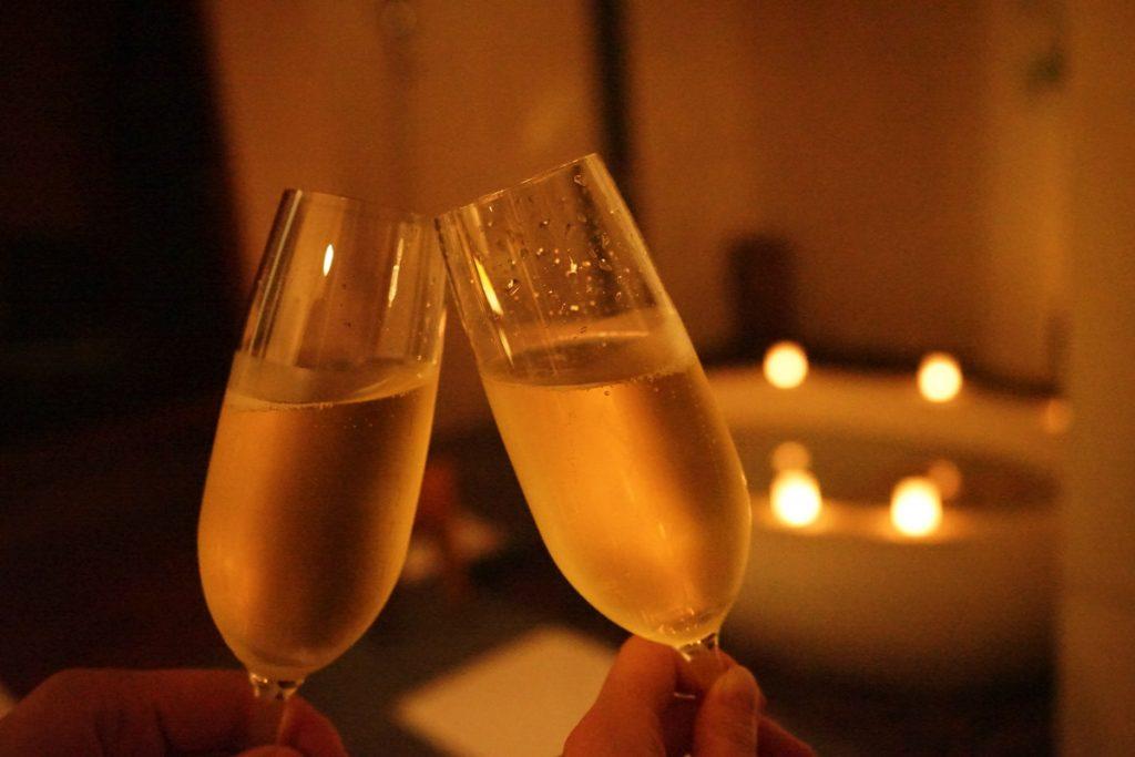 ハネムーン記念のシャンパン