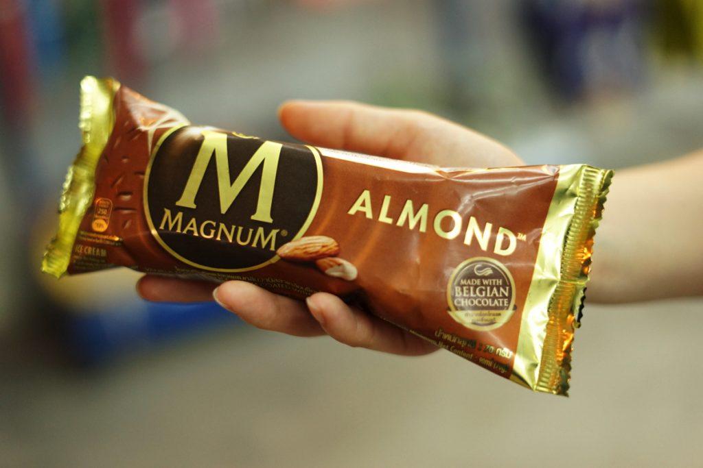 カオラック旅行記:バンニャン市場そばのコンビニで売っているMAGNUMアイス