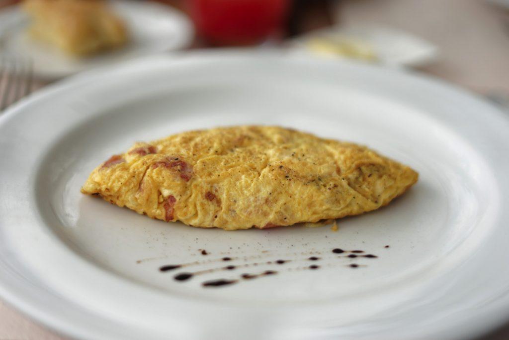 カオラック旅行記:サロジン(The Sarojin)の朝食バイキング:オムレツ