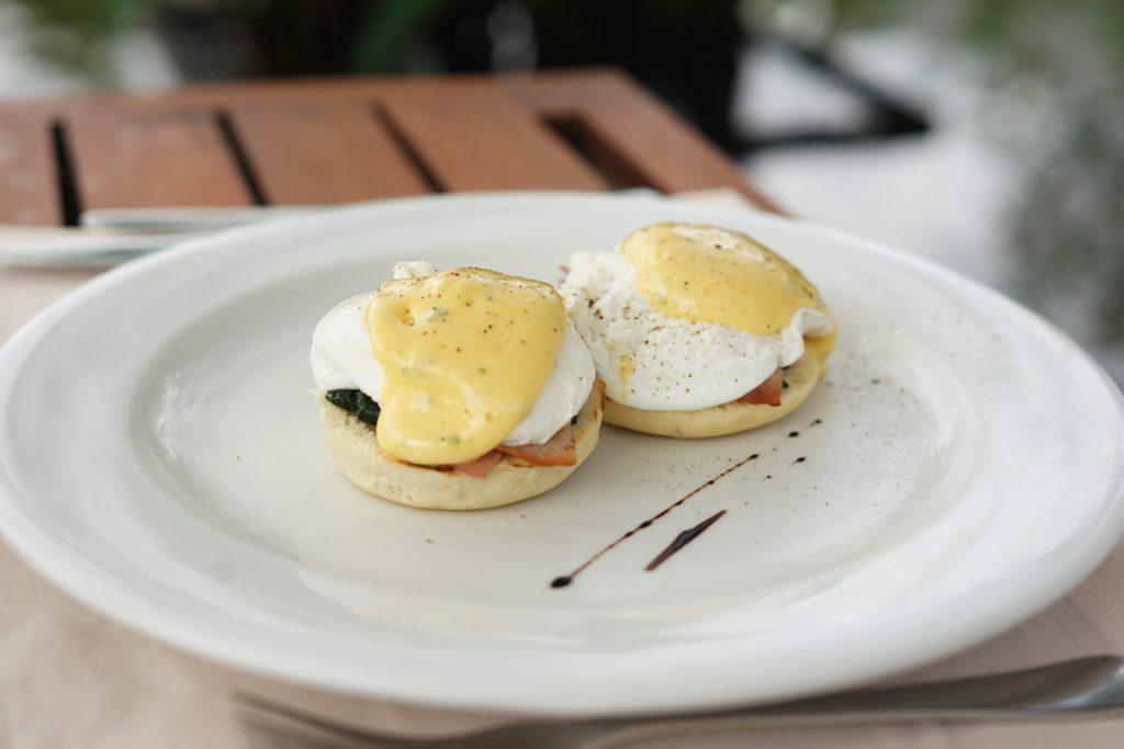 カオラック旅行記:サロジン(The sarojin)の朝食のエッグベネディクト