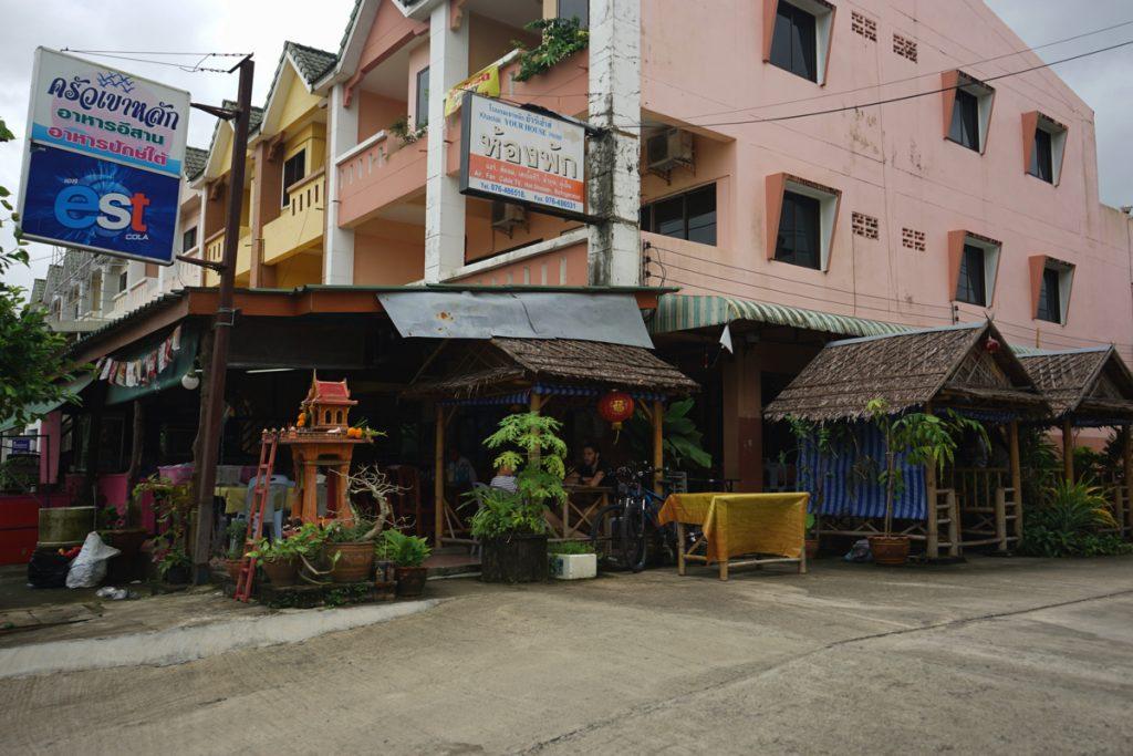 カオラック旅行記:バンニャン市場から徒歩10分にあるクルア・カオラックの店舗