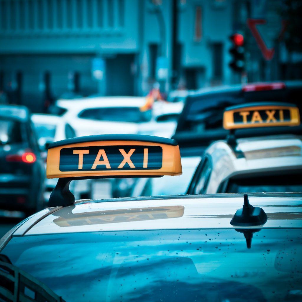 カオラックまでの移動手段はタクシーがオススメ!