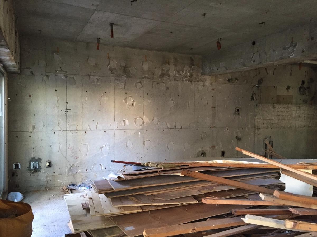 てとてと_リノベーション_解体工事_コンクリートの壁